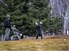 La grisaille de ce début du mois d'avril ne freine aucunement les mordus de golf. Ces derniers ont frappé leurs premières balles jeudi au golf de L'Auberivière, à Lévis.