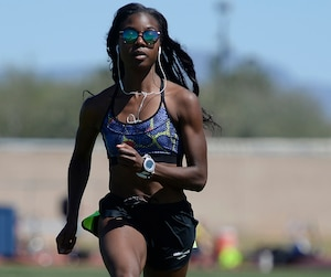 Ralentie durant deux mois par une blessure à un tendon d'Achille, Audrey Jean-Baptiste a repris un entraînement intense au mois d'avril dans le but de prouver sa valeur pour l'épreuve de 400 m aux Jeux de Rio.