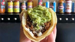 Ce bar de Montréal offre les tacos à 1 $