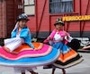 Danse folklorique à la gare de Machachi, au cours d'une excursion en train et en bus sur la route des volcans, dans les environs de Quito.