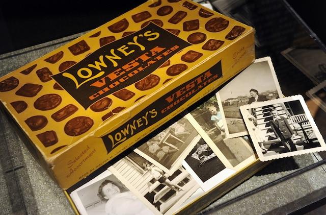 La boîte de chocolats dans laquelle sa mère gardait ses photos de famille, le seul objet à avoir survécu de l'enfance de Michel Tremblay.