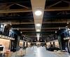 Dix ans après l'incendie qui a ravagé le Manège militaire à Québec, le nouveau joyau des Voltigeurs a été inauguré jeudi.