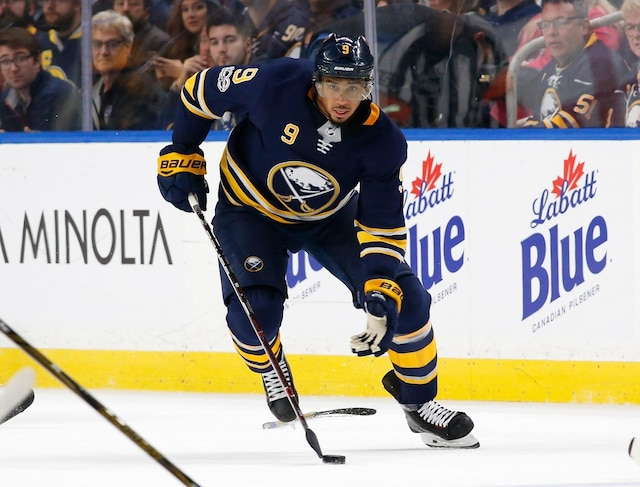 BUFFALO, NY - OCTOBER 5: Evander Kane #9 of the Buffalo Sabres brings the puck up ice during the second period against the Montreal Canadiens at the KeyBank Center on October 5, 2017 in Buffalo, New York.   Kevin Hoffman/Getty Images/AFP == FOR NEWSPAPERS, INTERNET, TELCOS & TELEVISION USE ONLY ==