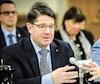 Le PDG d'Hydro-Québec, Éric Martel (à gauche), était de passage à l'Assemblée nationale, lundi, pour l'étude des crédits budgétaires de la société d'État. Le ministre de l'Énergie et des Ressources naturelles, Jonatan Julien, était à ses côtés pour l'occasion.