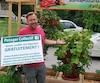 Le maire de Saint-Calixte, Louis-Charles Thouin, s'est fait voler des plants qu'il avait mis devant chez lui afin d'offrir gratuitement des légumes.