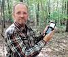 Pour le spécialiste Sylvain St-Louis, le GPS est beaucoup plus fiable et plus élaboré qu'un cellulaire. Il est également plus sécurisant, car on peut l'utiliser en continu sans problème, même dans des conditions hivernales. En revanche, il faut être en mesure de le faire fonctionner.
