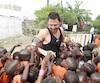 Ian Boudreault était entouré d'enfants à son passage dans un village de Gambie.
