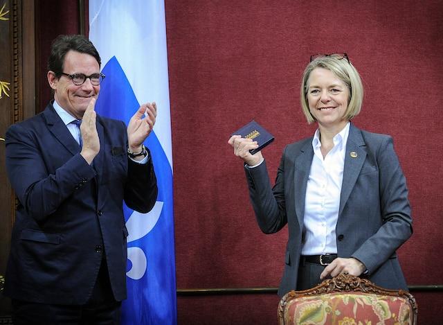 Assermentation de la députée de Chicoutimi, Mireille Jean.