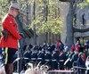 Militaires, vétérans, dignitaires et citoyens se sont recueillis samedi face à la croix du Sacrifice, à la mémoire des anciens combattants canadiens.