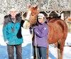 Mélanie Tremblay a eu recours à l'équithérapie pour surmonter une rupture amoureuse et des difficultés autravail. L'instructeur André Rochefort explique qu'au contact de ses chevaux, comme Samick, sur la photo, ses clients regagnent leur confiance en eux et reprennent goût à la vie.