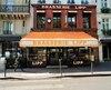 Parce que les Parisiens aiment la diversité, ce «café à l'allemande», donc une brasserie, joue également un rôle culturel important depuis un siècle. Dans les années1970, j'y ai déjà vu Georges et Claude Pompidou (et leurs gardes du corps intimidants) assis non loin de moi.