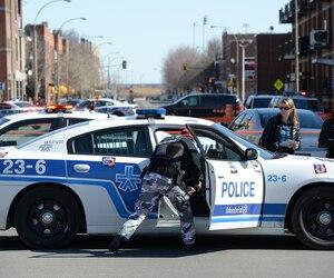 Les policiers ont été prévenus que l'homme tenait des propos suicidaires dans son logement, mais son conjoint qui était avec lui ignore qui a pu faire cet appel au 911. Il assure qu'André Benjamin était un homme doux et généreux, malgré ses problèmes de santé mentale.