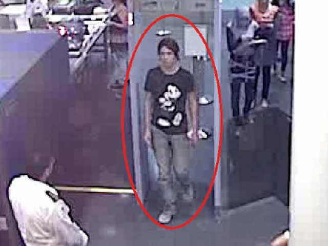 Interpol a diffusé, le dimanche 3 juin 2012, des images de Luka Rocco Magnotta qui aurait été apperçu dans un aéroport.