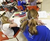 Selon des données du ministère de l'Éducation, le taux de réussite aux trois cours de mathématique de quatrième secondaire est en hausse en 2016 par rapport à 2015.