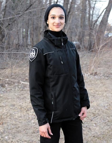Sondos Lamrhari, première étudiante en techniques policières à porter le voile.