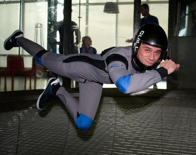 Guillaume Boileau est un expert en chute libre intérieure et est instructeur chez SkyVenture, à Laval.
