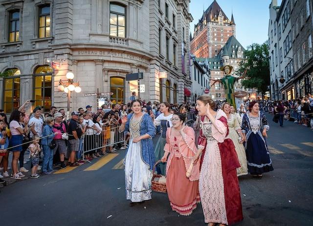 Les Fêtes de la Nouvelle-France se sont ouvertes avec le traditionnel défilé mercredi.