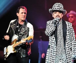Le guitariste Roy Hay et Boy George lors d'un concert de Culture Club, à Las Vegas. Le groupe a repris la route depuis 2014 et fera paraître un nouvel album, <i>Life</i>, en octobre.