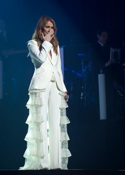 Céline Dion a offert un concert teinté d'émotions fortes, mais jamais tristes, comme elle l'avait annoné en début de soirée. «C'est le temps de sourire en pensant à nos plus beaux souvenirs, a-t-elle déclaré. Bien sûr, être à Montréal, je ne peux pas m'empêcher de penser à René parce que je sais qu'il est là ce soir avec nous.»