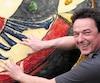 Michel Vermeulen est un artiste-peintre montréalais de renom, ce qui soulève des questions sur les raisons qui l'auraient poussé à peindre un faux Riopelle et à tenter de le vendre en ligne, comme l'indiquent les accusations portées contre lui.
