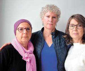 Geneviève Piacentini (à gauche) et Dominique Alain (au centre) ont été attaquées violemment par des chiens dangereux alors que Lise Vadnais (à droite) a perdu sa sœur dans une attaque. Les trois femmes exigeaient un registre national des morsureset que les propriétaires de chiens soient obligés de détenir une assurance responsabilité.