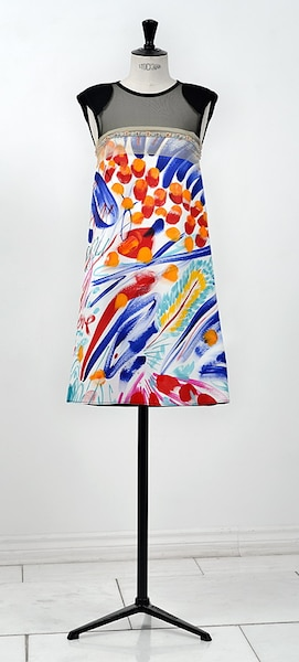 Sacred Euphoria 1<br /> Marie St-Pierre a confectionné des robes uniques à partir de tissus peints à la main par Carlito Dalceggio.