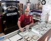 Pierre Mercier a gardé sa bijouterie bien qu'il vive toujours avec les conséquences financières du vol survenu en septembre 2011.