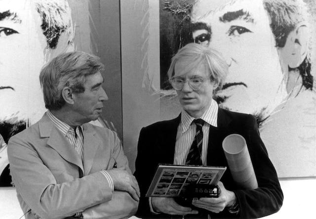 Le 26 mai 1977, le peintre Pop Art Andy Warhol inaugure une exposition de ses œuvres à la Galerie D de Bruxelles. Aux cimaises, les quatre portraits qu'il a réalisés d'Hergé. Le même jour, le père de Tintin lui fera découvrir ses studios.