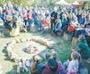 Chants et rituels autour du feu sacré.