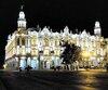 L'extérieur merveilleusement illuminé du Gran Teatro Alicia Alonso la nuit.