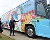 Le Parti québécois a dévoilé un autobus de campagne multicolore mardi, deux jours avant le déclenchement officiel de la campagne électorale.