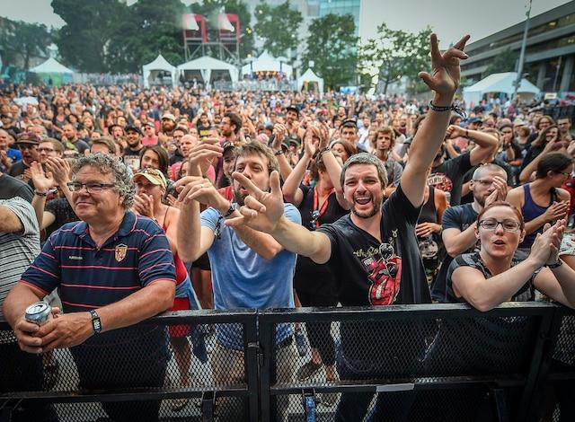 Le groupe rock québécois Les Hôtesses d'Hilaire était de passage au parc de la Francophonie, vendredi soir, en première partie de Galaxie.