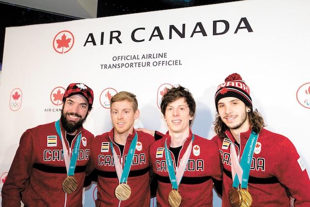 Les membres du relais masculin courte piste, Charles Hamelin, Pascal Dion, Charle Cournoyer et Samuel Girard, sont revenus avec le bronze au cou.