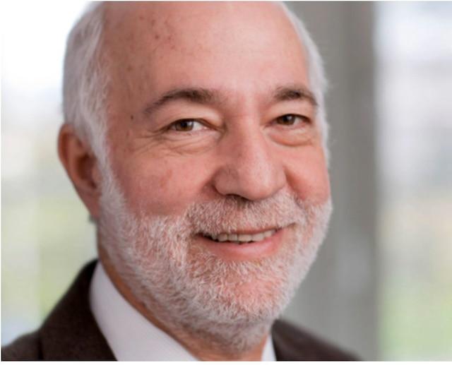 Daniel Sperling, professeur en génie civil et environnemental et directeur fondateur de l'Institute of Transportation Studies de l'Université Davis de Californie.