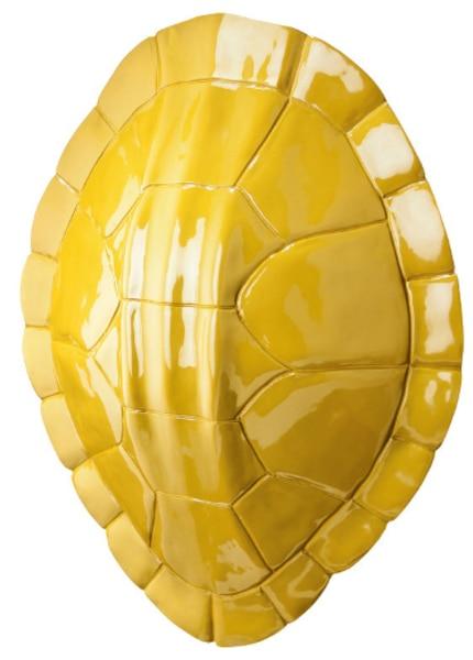 Une tortue avec une carapace jaune qui me rappelle un peu celle que ma mère avait achetée lors de son voyage de noces.