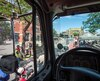 Activité de sensibilisation interactive par des contrôleurs routiers de la Société de l'assurance automobile du Québec sur le partage de la route avec les véhicules lourds, à Montréal.