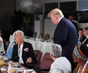 Le président américain Donald Trump est arrivé avec plus d'un quart d'heure de retard samedi pour un petit-déjeuner de travail consacré à l'égalité entre les sexes.