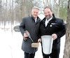 Le ministre de l'Agriculture, des Pêcheries et de l'Alimentation, Laurent Lessard, et le président de la Fédération des producteurs acéricoles du Québec, Serge Beaulieu,ont marqué le coup d'envoi de la saison des sucres, hier, au parc du Bois-de-Coulonge, à Québec.