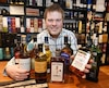 Patrick Bourassa est «tombé» dans le scotch au début des années 2000. Aujourd'hui, il possède une impressionnante collection de près de 800 bouteilles.