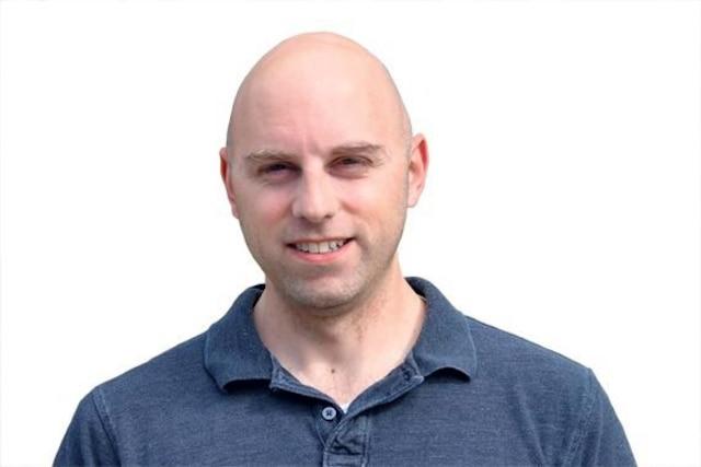 Jean Dubé, économiste, professeur agrégé à l'École supérieure d'aménagement du territoire et de développement régional de l'Université Laval, spécialisé en analyse des impacts des politiques publiques d'aménagement.