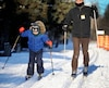 Olivier et son papa, Guillaume, ont fait du ski de fond à la base de plein air de Sainte-Foy dimanche.