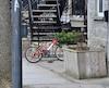 Un grave accident impliquant un jeune cycliste de six ans relance le débat sur le port du casque obligatoire.