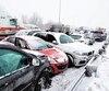 Certains conducteurs s'entêtent à nier la réalité de la conduite sur fond de neige ou de glace.