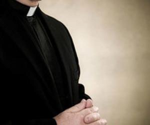 bloc père prêtre religion catholicisme