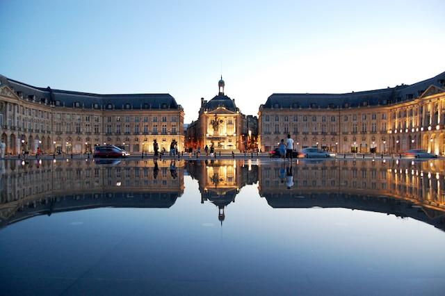 Le «miroir d'eau» devant la Place de la Bourse à Bordeaux.