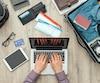 Les 55 ans et moins sont de plus en plus nombreux à faire leurs préparatifs de voyage en ligne.