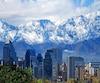 Une vue de Santiago du Chili avec, au second plan, la cordillère des Andes.