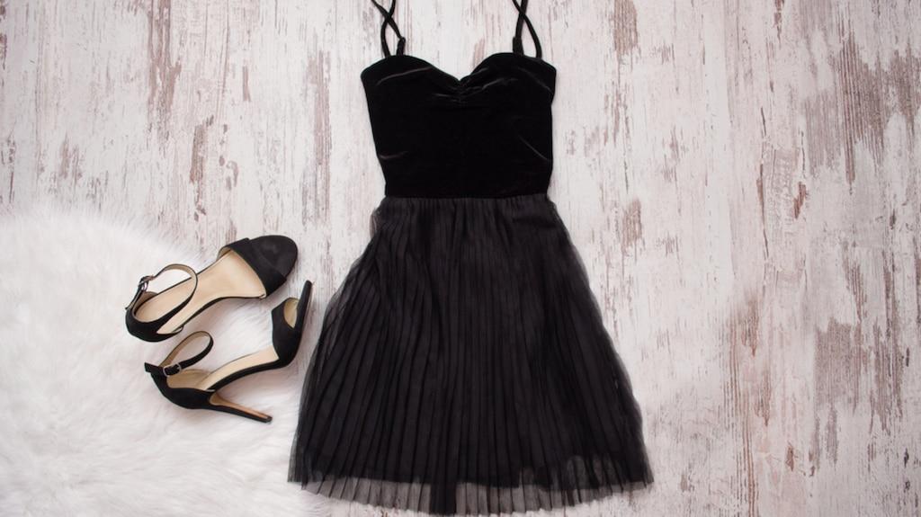 Portez la petite robe noire de 10 façons