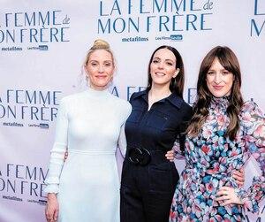 Evelyne Brochu en compagnie de la réalisatrice Monia Chokriet de l'actrice Anne-Élisabeth Bossé.