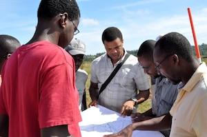L'opération Vilaj Vilaj négocie en ce moment avec une compagnie privée pour monter le premier prototype de maisonnette, mais cela risque de prendre plusieurs années avant que le village puisse voir le jour à Haïti.